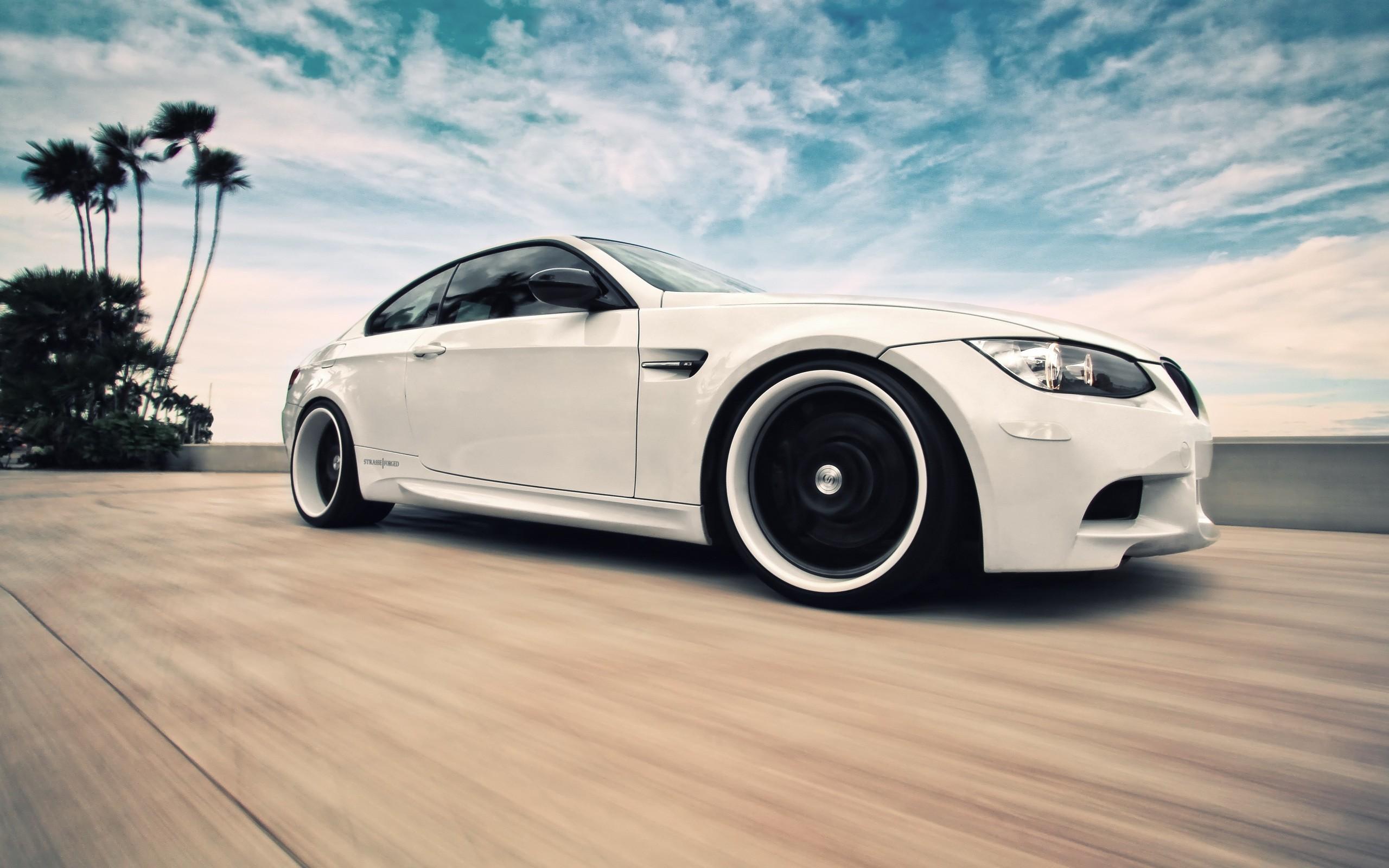 Белая BMW скачать