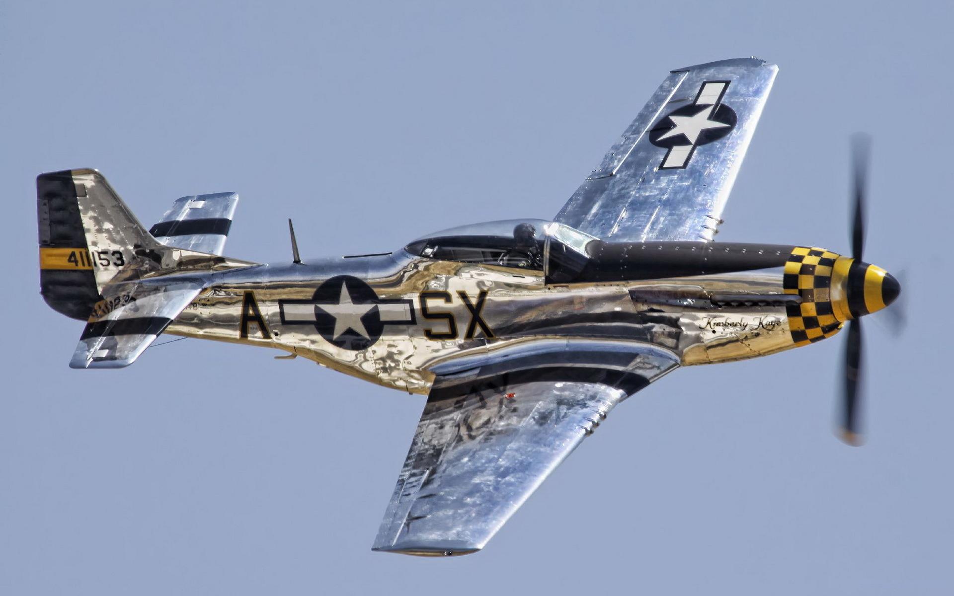 Два истребителя North American P-51 Mustang бесплатно