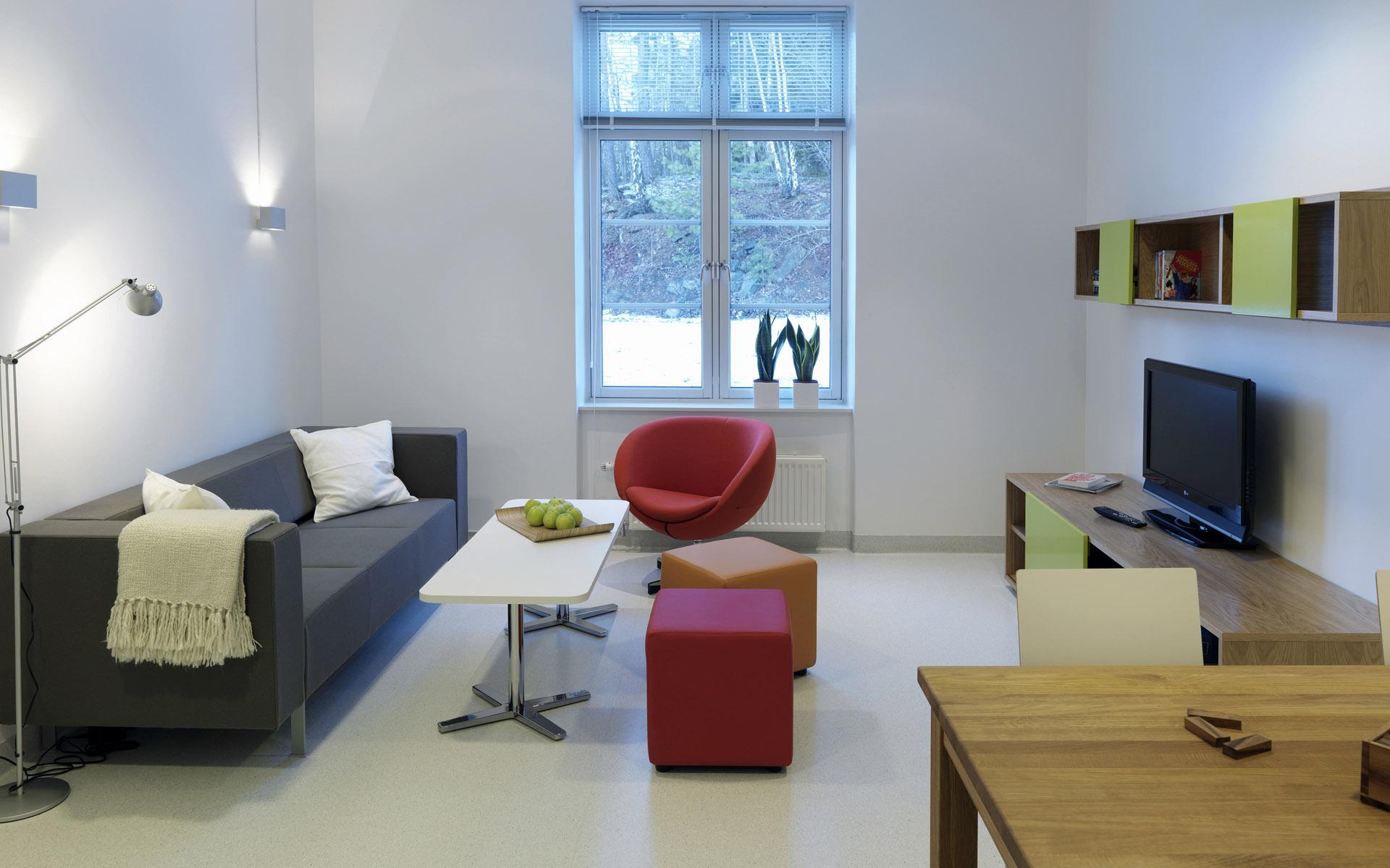 интерьер стол диван окно  № 1750614 бесплатно