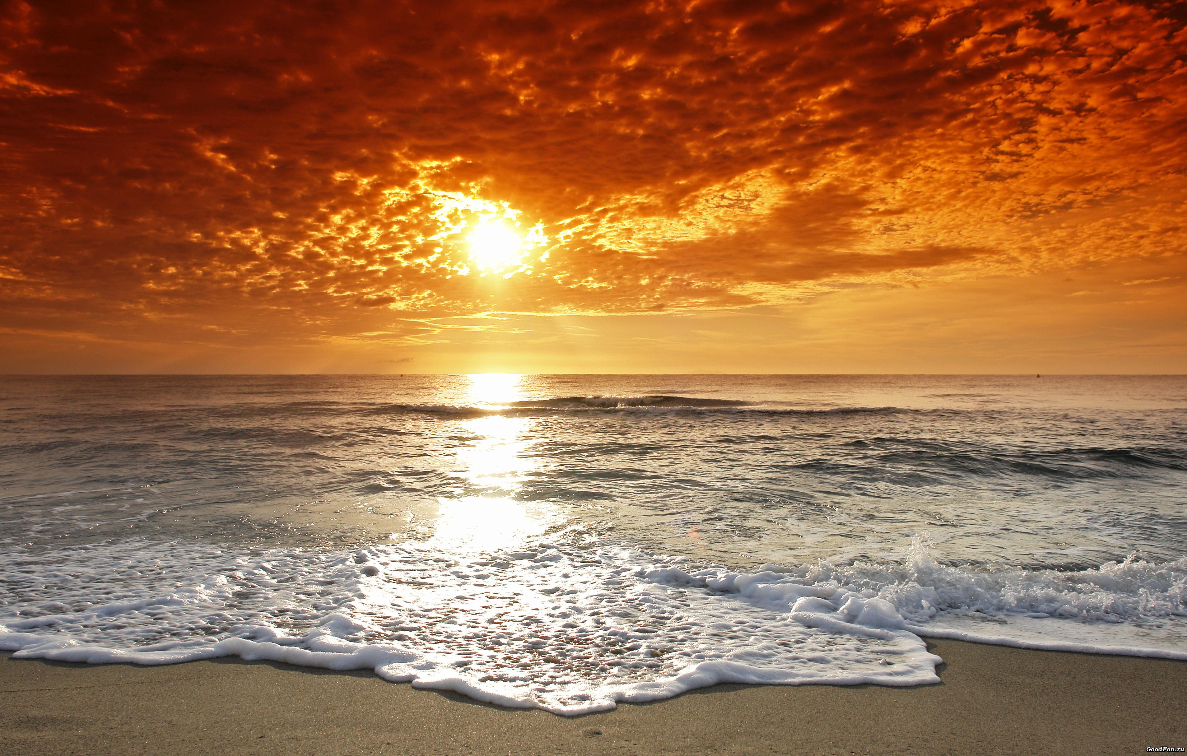 Не спокойное море в лучах заката  № 3849220 без смс