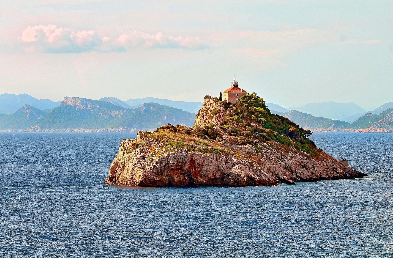 маленькие острова среди гор  № 253192 загрузить