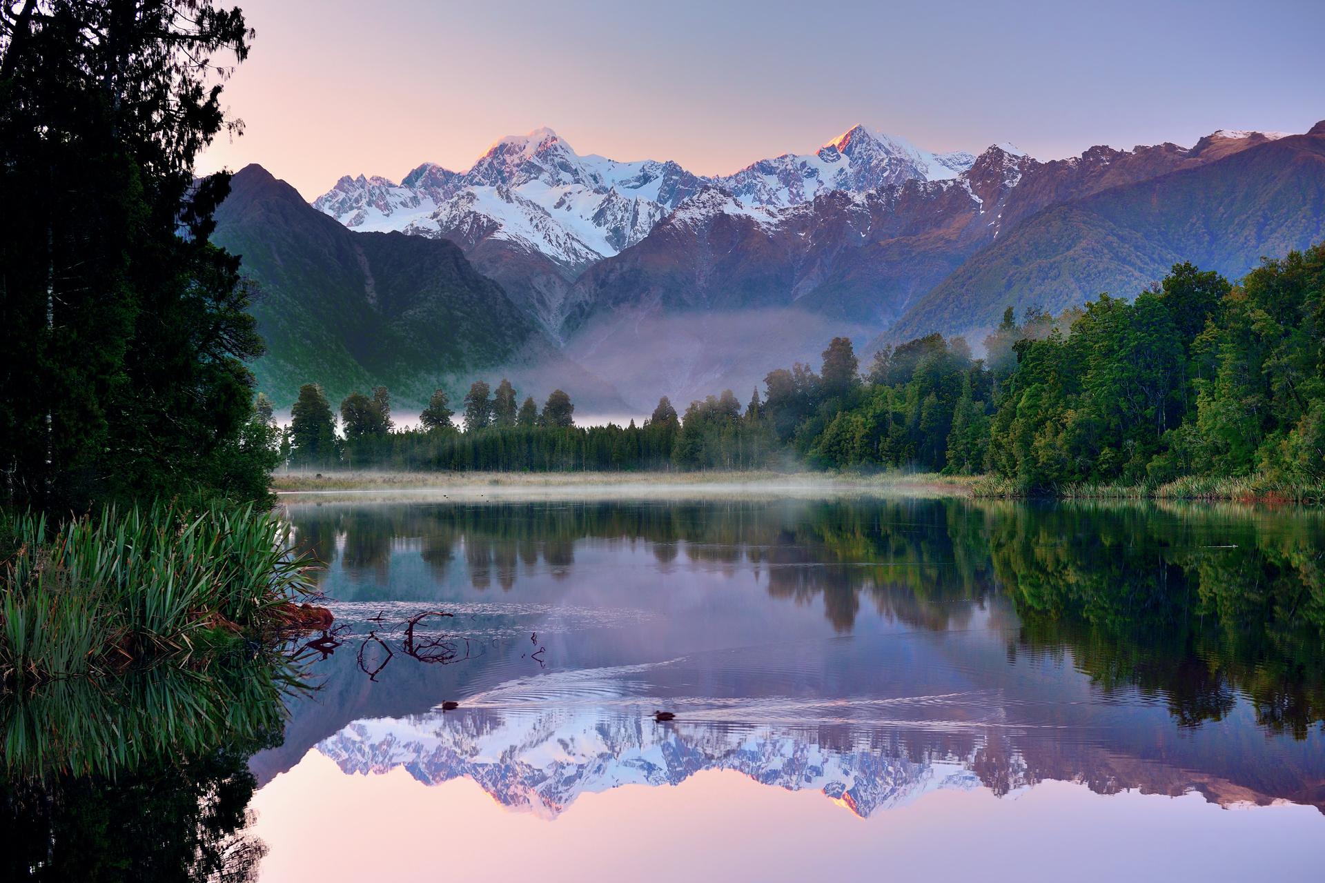 Озеро горное городок рассвет без смс