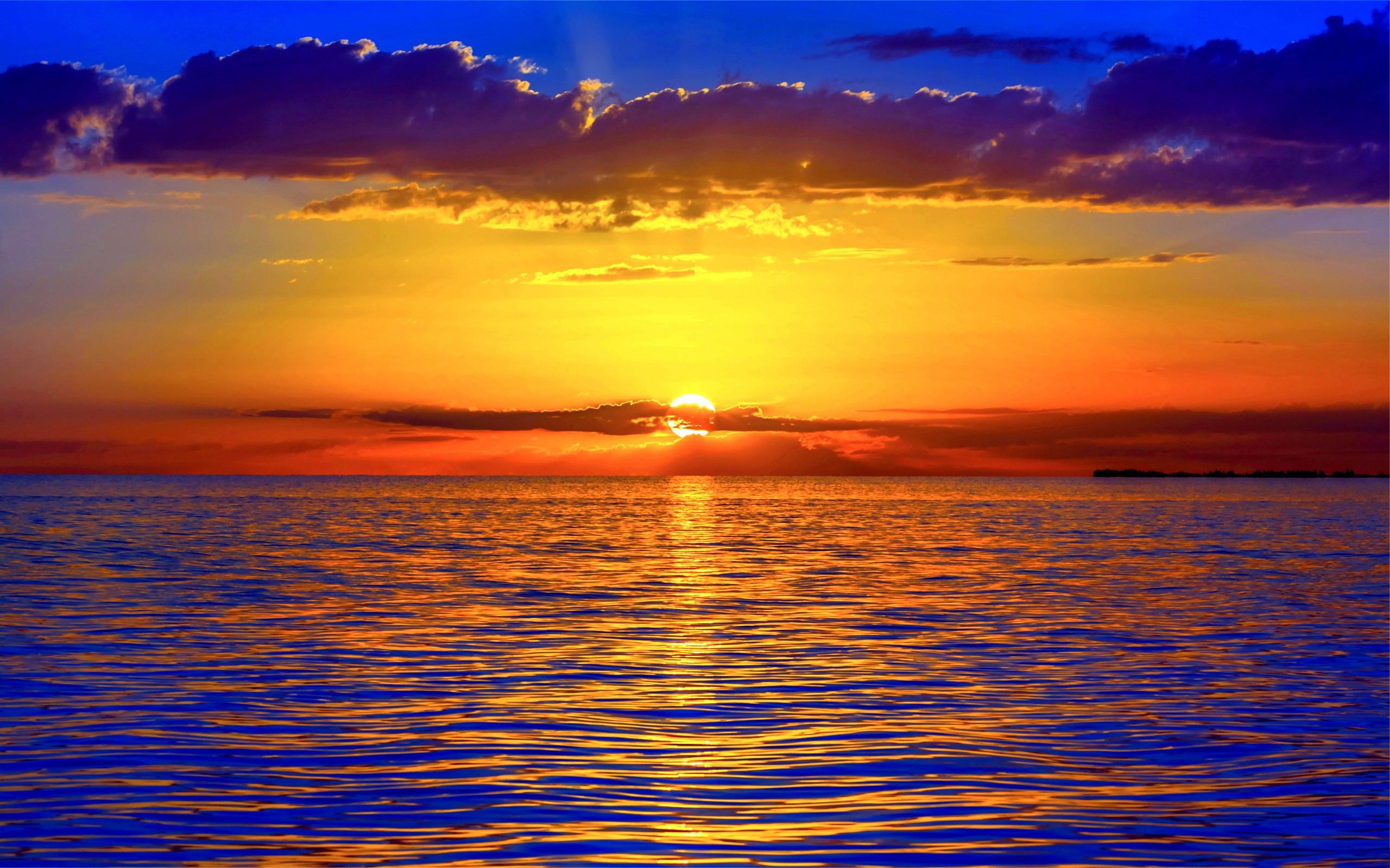 Не спокойное море в лучах заката  № 3849256 бесплатно
