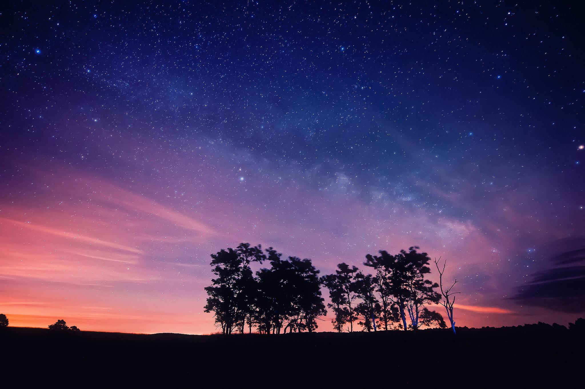 вишневая bmw под звездным небом  № 2384124 загрузить