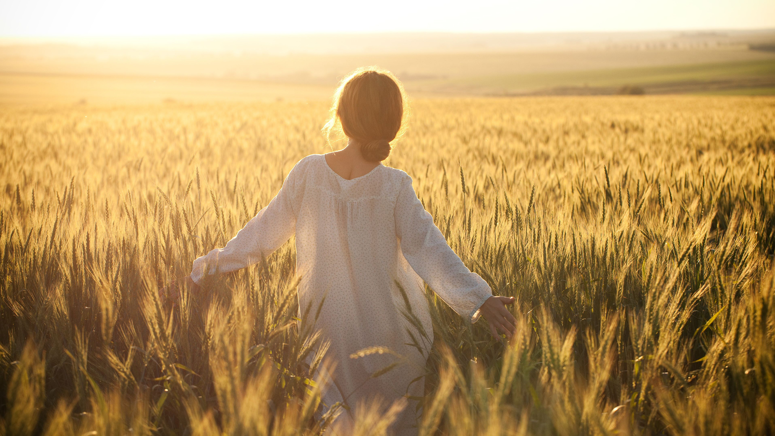 Девушка в поле с колосьями  № 1822164  скачать