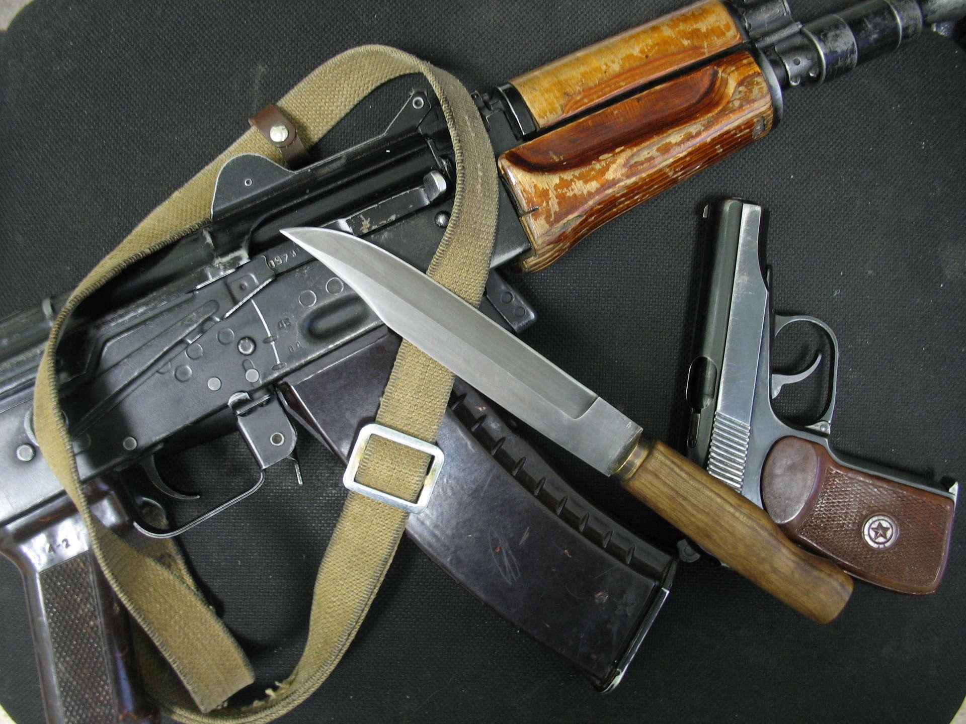 Автомат, нож и пистолет  № 3464986 загрузить